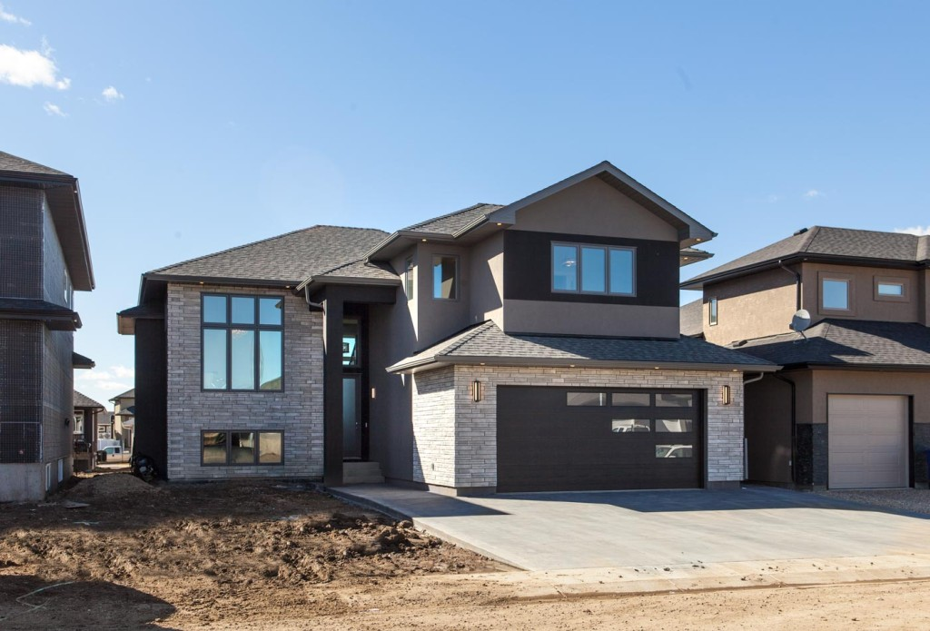 Saskatoon new homes royalty construction home builder in for Modified bi level plans